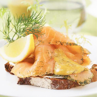 20150409_recipe1504_16_opensandwich_salmon_610x610[1].jpg